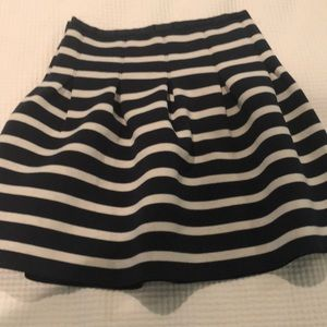 Beautiful new without tags skirt has stretch